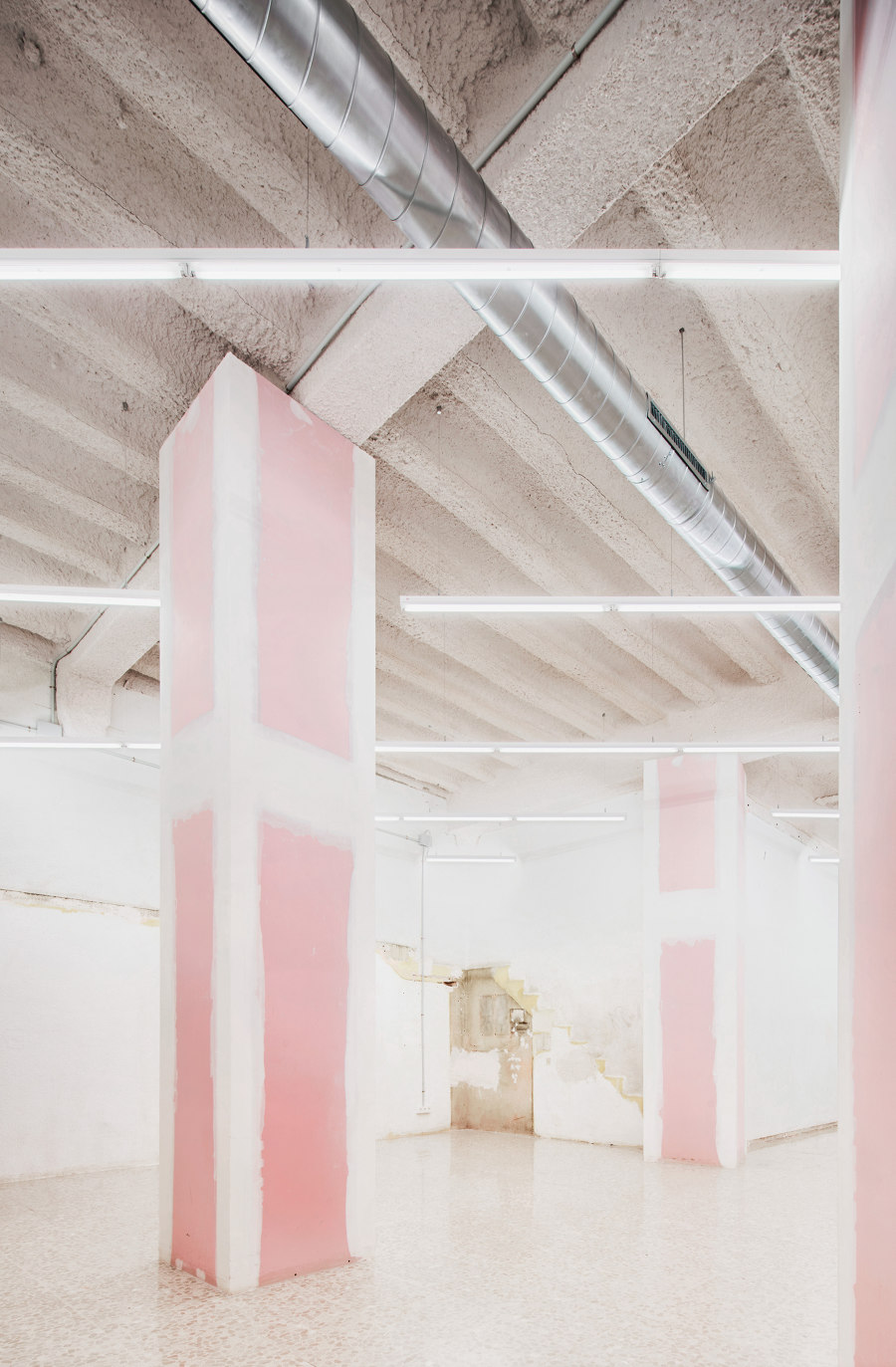 Art Gallery in Barcelona by MAIO   Shop interiors