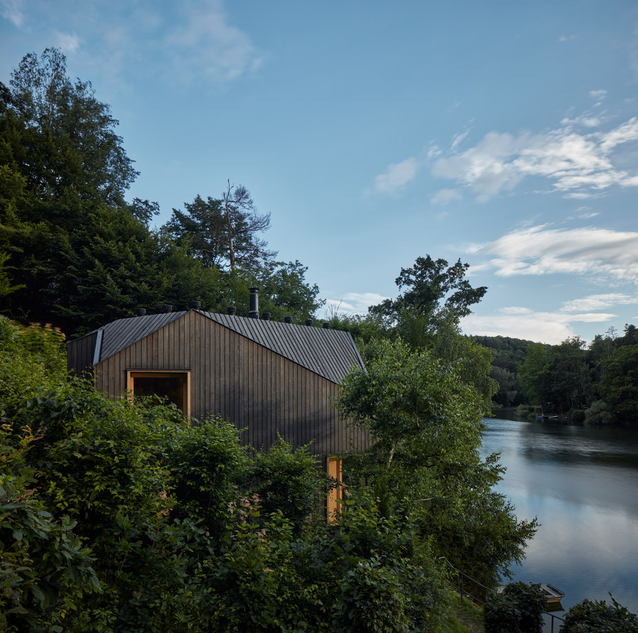 Cottage Inspired by a Ship Cabin by Prodesi/Domesi   Detached houses