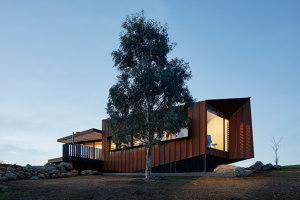 Oikos @ Breakneck Gorge | Detached houses | Robert Nichol & sons