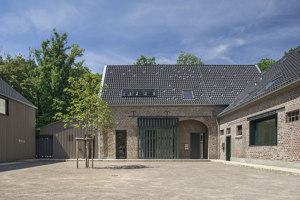 4 Houses = 1 Courtyard the Feldhof in Bachem near Cologne, Germany | Zweifamilienhäuser | lüderwaldt architekten
