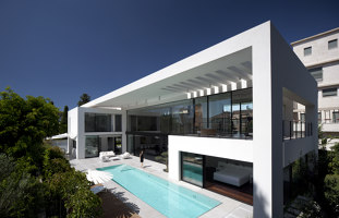Contemporary Bauhaus on the Carmel | Detached houses | Pitsou Kedem Architects