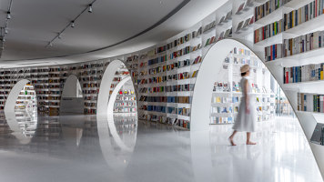 Books over the clouds | Diseño de tiendas | Wutopia Lab