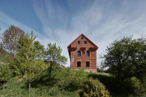 House Inside a Ruin | Detached houses | ORA