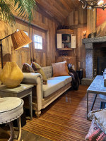 Hunting cabin with Amber | Manufacturer references | Wooden Wall Design