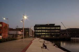 Regeneración urbana de una ribera portuaria en Zorrotzaurre | Manufacturer references | URBIDERMIS SANTA & COLE