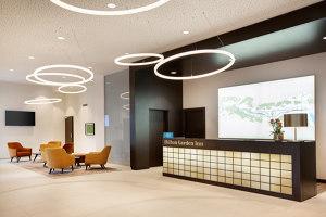 ring light TheO im Foyer des Hilton Garden Inn | Manufacturer references | leuchtstoff