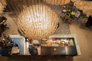 Vegi Metzg by Hiltl | Shops | Atelier ushitamborriello Innenarchitektur_Szenenbild