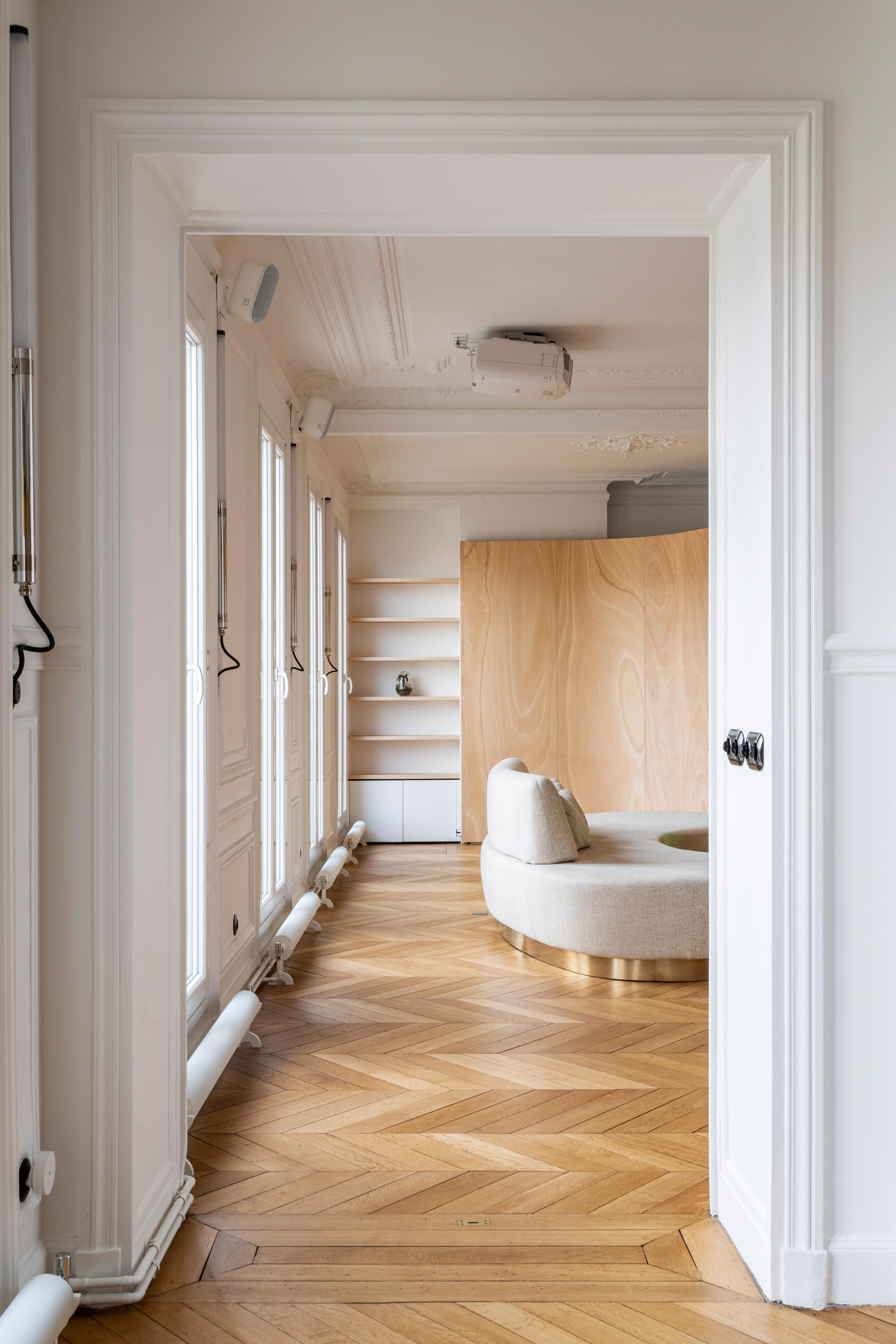 Wood Ribbon In Paris Apartment De Toledano Architects Espacios Habitables