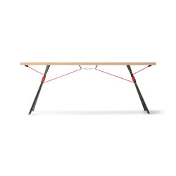 Kampenwand Table | Dining tables | Nils Holger Moormann