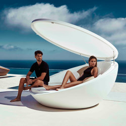 Ulm daybed with parasol | Seating islands | Vondom