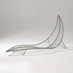 Leaf Chair On Low Base stand | Tumbonas | Studio Stirling