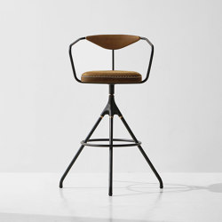 Akron Bar Stool With Backrest & Leather Seat | Tabourets de bar | District Eight