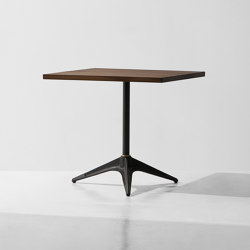 Compass Bistro Table Square | Tables de repas | District Eight