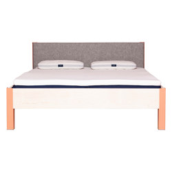 Altiers With Headboard Of Wool Felt | Beds | JOHANENLIES