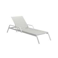 Helio Adjustable Back Lounger White White | Sonnenliegen / Liegestühle | Gloster Furniture GmbH