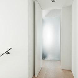 System M | White Pivot Door | Hinges | FritsJurgens