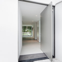 System One | Entrance Pivot Door | Hinges | FritsJurgens