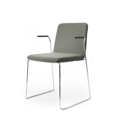 sitting smartKA | Skid chair with integrated armrests | Sedie | lento