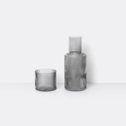 Ripple Small Carafe Set - Smoked Grey | Vasos | ferm LIVING