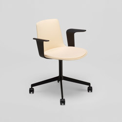 Lottus Confident chair - with wooden arms | Sillas | ENEA