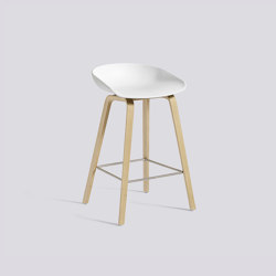 About A Stool AAS32 | Taburetes de bar | HAY