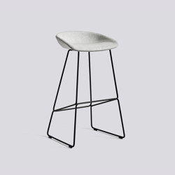 About A Stool AAS39 | Taburetes de bar | HAY