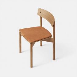 T01 | Cross Chair Oak Matt lacquer Cognac Leather Dunes | Stühle | TAKT