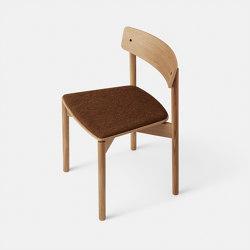 T01   Cross Chair Oak Matt lacquer Brown Hallingdal   Stühle   TAKT