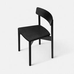 T01   Cross Chair Oak Black lacquer Black Leather Dunes   Stühle   TAKT