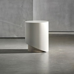 KAI side table round | Tavolini alti | Piet Boon