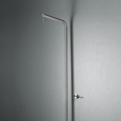 Levo | Stainless steel Outdoor shower with rain adjustable shower head | Outdoor showers | Quadrodesign
