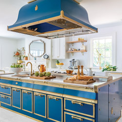 OCEAN BLUE AND BURNISHED BRASS KITCHEN | Cuisines équipées | Officine Gullo