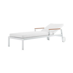 Timeless Chaiselongue with Arms & Wheels | Sun loungers | GANDIABLASCO