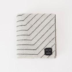 Pinstripe Throw Black | Decken | Made by Hand