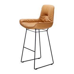 Leya | Bar Armchair Low | Taburetes de bar | Freifrau Sitzmöbelmanufaktur