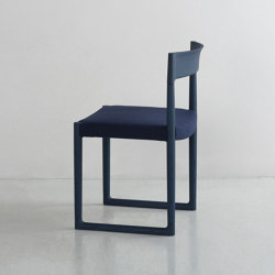 SWEEP I armless chair | Sillas | By interiors inc.
