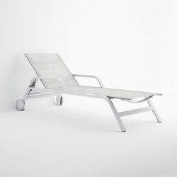 Stack Chaiselongue with Arms and Wheels | Sun loungers | GANDIABLASCO