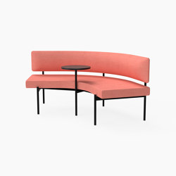 Crescent, 72˚ Mid-back curved bench with floating table | Sitzbänke | Derlot Editions