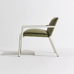 Eleven | Lounge con Braccioli (Upholstered) | Poltrone | Terraforma