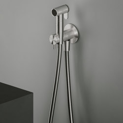 Complements | Hygienic shower, wall bracket and water connection | Flushes | Quadrodesign