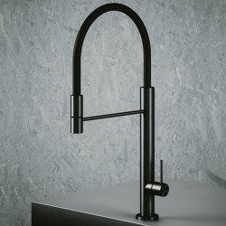 Mezclador de fregadero de cocina de acero inoxidable AISI316L con manguera flexible negra y ducha de mano. | Griferías de cocina | Quadrodesign