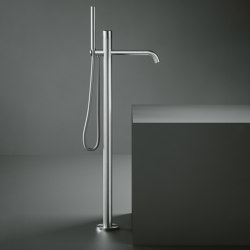 Stereo | High water flow free-standing mixer for bathtub with hand shower kit | Bath taps | Quadrodesign