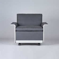 620 Chair Programme: Low back armchair (linen) | Poltrone | Vitsoe