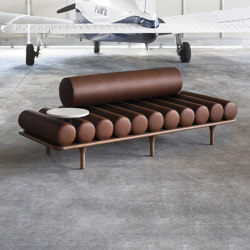 Five to Nine Daybed With Backrest And Cement Left Table | Lettini / Lounger | Tacchini Italia