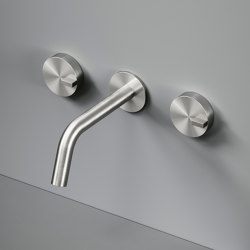 Q | Wall mounted set of 2 individual taps with spout. | Bath taps | Quadrodesign