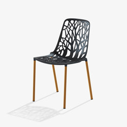 Forest sedia con gambe rivestite in Iroko | Chairs | Fast