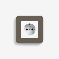 E3 | Socket outlet Umber with white | Schuko sockets | Gira