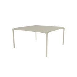 Calvi | Table 140 x 140 cm | Tavoli pranzo | FERMOB