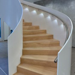 Impressively rounded stringer stairs with LED lighting at Norderstedt Bank | Staircase systems | MetallArt Treppen