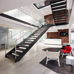 Stylish steel stairs featuring all-glass railings at WMD in Ahrensburg | Staircase systems | MetallArt Treppen